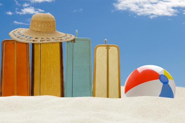 luggage-vacation-beach