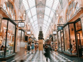 avoid mall crowds by early Christmas shopping