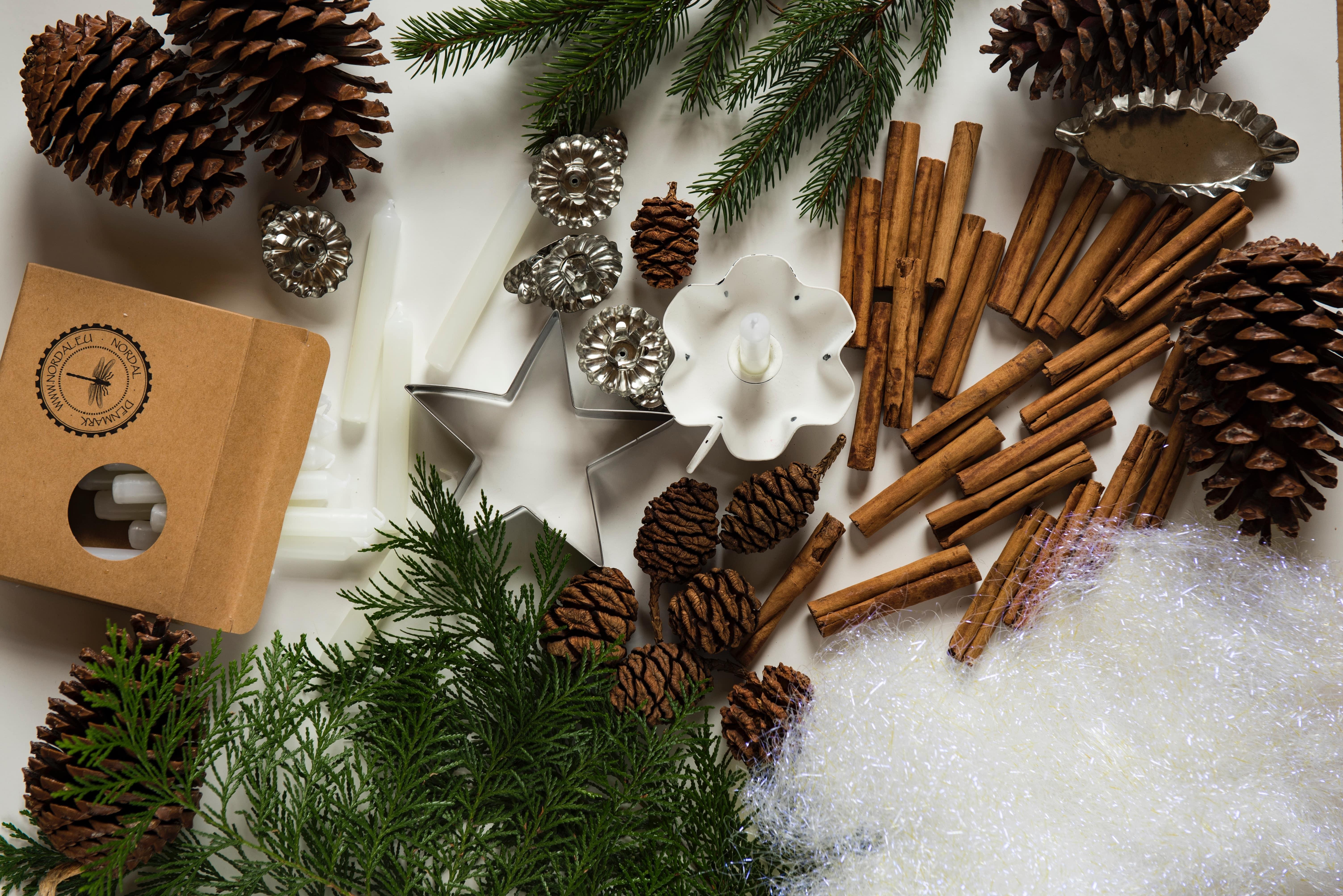 homemade edible christmas food gifts tasty treats to make and give image courtesy unsplash user joanna kosinska